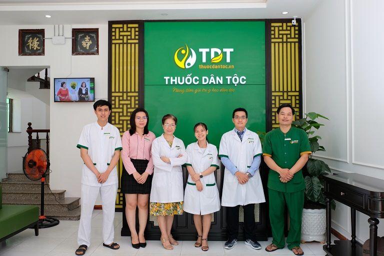 Đội ngũ y bác sĩ Trung tâm Nghiên cứu và Ứng dụng Phú Nhuận